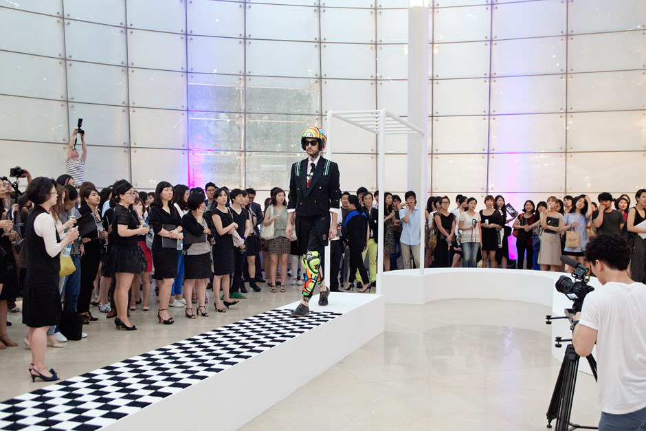 2011, Fashion into Art, Plateau, Seoul(2)